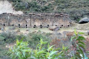 Peru-Abra-Malaga-Rd-ruins