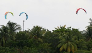 CU-Cayo-Guillermo-paraglide